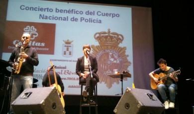 Nena Daconte en los ensayos con el saxofonista, Eusebio León