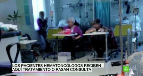Pacientes del Hospital Virgen de la Luz de Cuenca reciben su tratamiento sentados en pupitres escolares